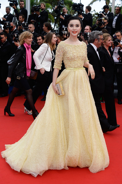 Fan Bingbing looked nothing short of breathless in a pale gold gown that featured an embellished bodice and a flowing skirt.