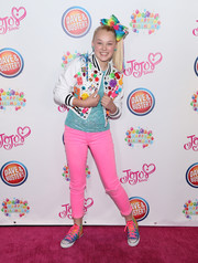 For her shoes, JoJo Siwa chose a pair of rainbow-hued sneakers.