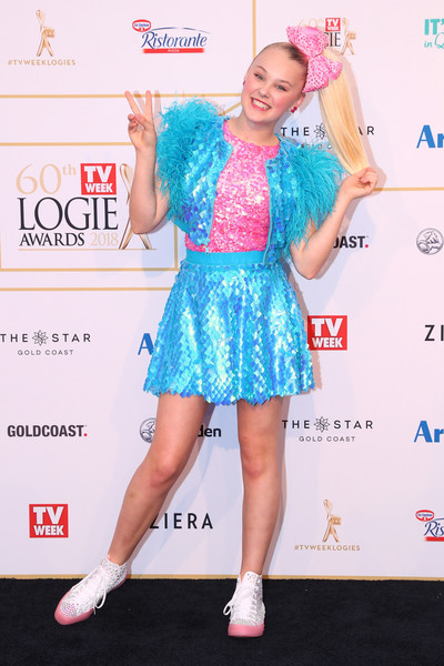 JoJo Siwa Sequined Jacket [clothing,dress,cocktail dress,hairstyle,footwear,fashion,red carpet,carpet,premiere,flooring,arrivals,cocktail dress,footwear,jojo siwa,logie awards,hairstyle,fashion,red carpet,the star gold coast,60th annual logie awards]