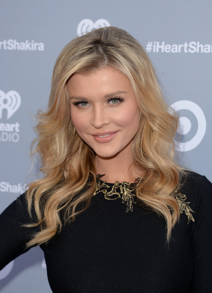Joanna Krupa Long Wavy Cut