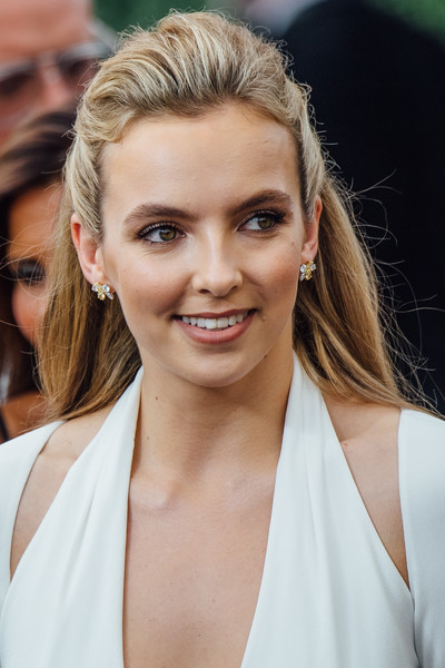 Jodie Comer Half Up Half Down [image,hair,face,eyebrow,hairstyle,blond,skin,beauty,chin,lip,long hair,arrivals,jodie comer,emmy awards,filters,los angeles,california,microsoft theater]