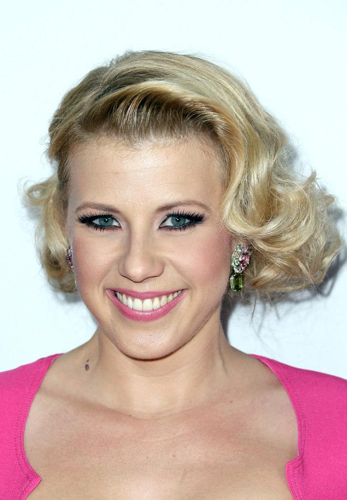 Jodie Sweetin Curled Out Bob Jodie Sweetin Looks