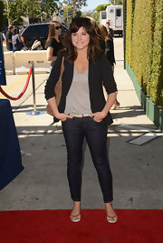 Tiffani Thiesen was casual but on trend in skinny jeans and a blazer at the Stuart House benefit.