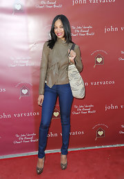 Zoe wears classic blue Decades Denim skinny jeans for the Stuart House Benefit in Hollywood.