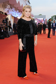 A simple black clutch finished off Catherine Deneuve's ensemble.