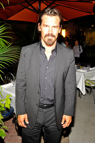 Josh Brolin Men's Suit