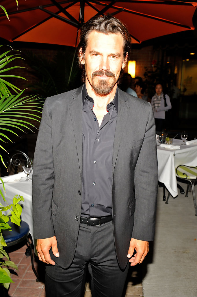 Josh Brolin Men S Suit Josh Brolin Clothes Looks