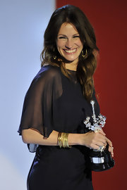 'Eat, Pray, Love' star Julia Roberts received the Donosti Lifetime Achievement Award during the 58th Annual San Sebastian International Film Festival wearing a variety of 18-karat gold bangles.
