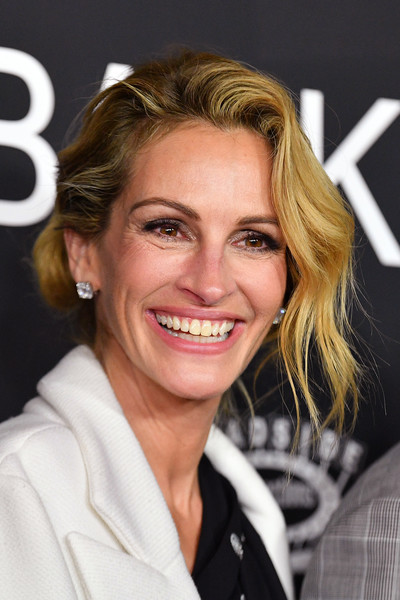 Julia Roberts Loose Bun [ben is back,hair,face,blond,facial expression,hairstyle,eyebrow,skin,chin,beauty,smile,julia roberts,new york,lincoln square,amc loews,premiere,premiere]
