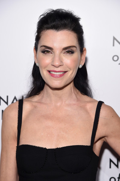 Julianna Margulies Half Up Half Down [julianna margulies,arrivals,hair,shoulder,hairstyle,eyebrow,beauty,skin,lip,black hair,chin,fashion model,national board of review annual awards gala,the national board of review annual awards gala,new york city,cipriani 42nd street]