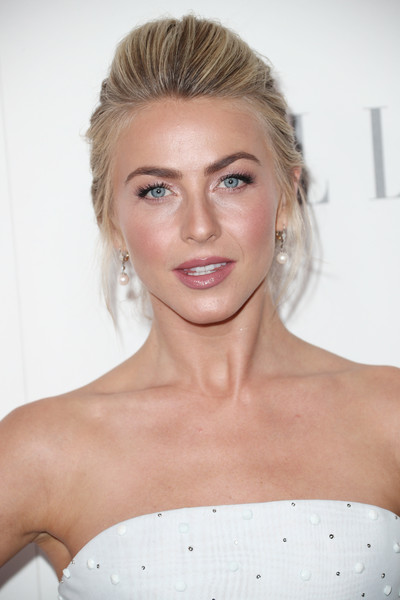 Julianne Hough Pompadour [elle,hair,face,eyebrow,hairstyle,blond,lip,skin,shoulder,beauty,chin,los angeles,four seasons hotel,california,beverly hills,24th annual women in hollywood celebration - arrivals,24th annual women in hollywood celebration,julianne hough]
