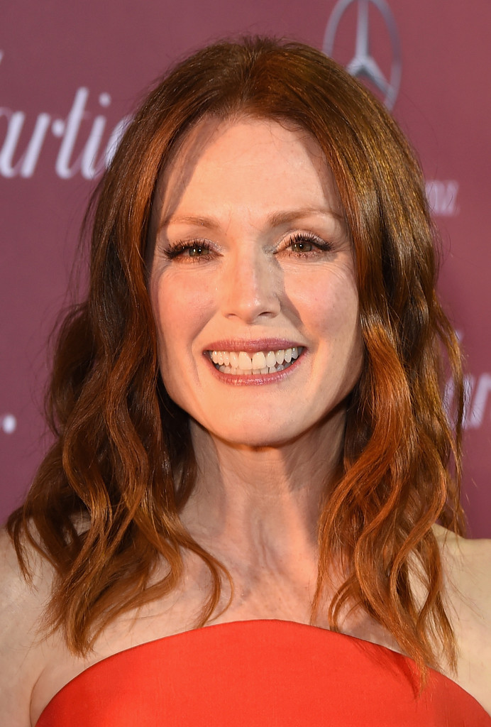 Julianne Moore Medium Wavy Cut Shoulder Length