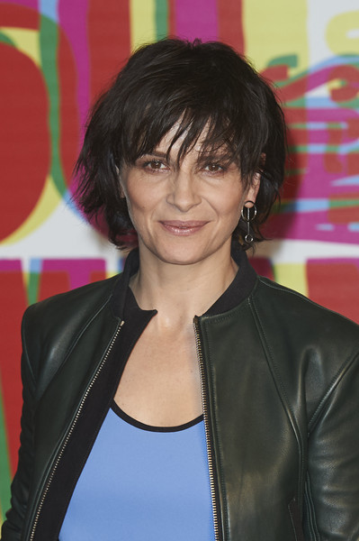 Juliette Binoche Messy Cut [juliette binoche receives the honorary spike,nobody wants the night,la noche,hair,hairstyle,black hair,bangs,layered hair,hair coloring,feathered hair,long hair,leather,brown hair,juliette binoche,seminici valladolid 2015,60th,photocall,valladolid,spain,seminici valladolid international film festival at the marques de la ensenada hotel on october]