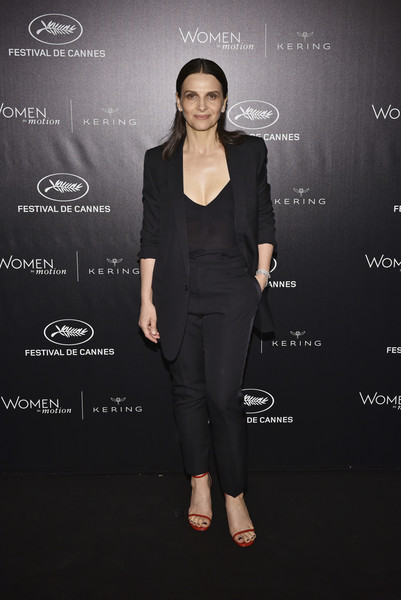 Juliette Binoche Pantsuit [clothing,suit,formal wear,pantsuit,fashion,dress,tuxedo,shoulder,footwear,little black dress,juliette binoche,dinner,place de la castre,cannes,france,kering and cannes festival,cannes film festival,kering and cannes film festival official dinner]