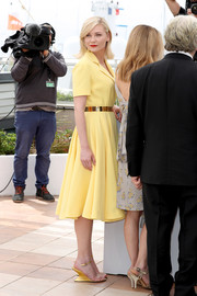 Kirsten Dunst chose a simple yet classy yellow coat dress by Dior Couture for the Cannes jury photocall.