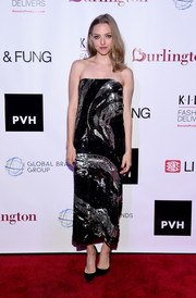 Amanda Seyfried brought plenty of sparkle to the K.I.D.S./Fashion Delivers Annual Gala with this strapless black and silver sequin dress by Prabal Gurung.