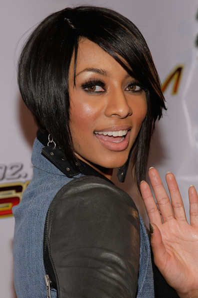 Keri Hilson went for high drama at the KIIS FM Jingle Ball with lengthy lashes. It was the perfect way to amp up her look.