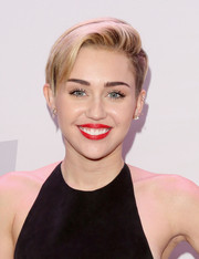 Miley Cyrus swiped on some bright red lipstick for a vibrant beauty look.