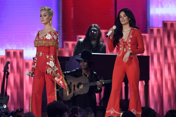 Kacey Musgraves Jumpsuit [performance,entertainment,performing arts,event,fashion,stage,talent show,public event,music artist,music,katy perry,kacey musgraves,grammy awards,california,los angeles,staples center,l,show,annual grammy awards]