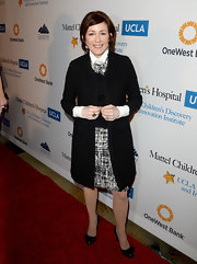 Patricia Heaton chose a long black coat to top off her black-and-white red carpet look.