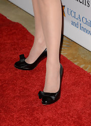 Patricia Heaton chose these patent leather pumps with bows on the toes for her sleek red carpet look.