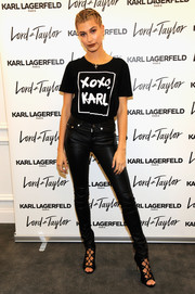 Hailey Baldwin matched her T-shirt with sexy black leather pants.
