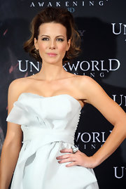 Kate Beckinsale attended a photocall for 'Underworld: Awakening' wearing a stunning triple Baroque Tahitian pearl ring surrounded by pave diamonds.