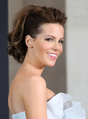 Kate Beckinsale wore her hair in a high ponytail with large bouncy curls at the photocall for 'Underworld: Awakening.'