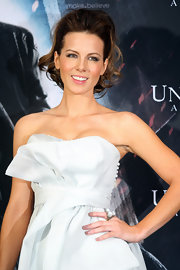 Kate Beckinsale wore glossy mauve nail polish at a photocall for 'Underworld: Awakening.'
