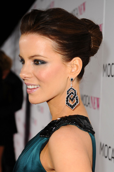 Kate Beckinsale Dangling Gemstone Earrings