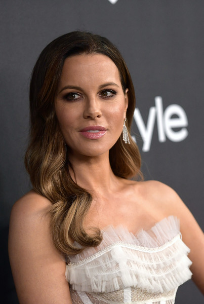 Kate Beckinsale Long Wavy Cut [hair,face,hairstyle,beauty,eyebrow,chin,skin,lip,brown hair,fashion,kate beckinsale,beverly hills,california,the beverly hilton hotel,instyle,red carpet,warner bros. 76th annual golden globe awards,warner bros. 76th annual golden globe awards post-party]