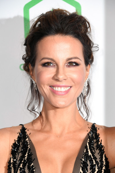 Kate Beckinsale Messy Updo [hair,face,hairstyle,eyebrow,beauty,black hair,chin,lip,brown hair,long hair,arrivals,kate beckinsale,the beverly hilton hotel,beverly hills,california,annual producers guild awards]