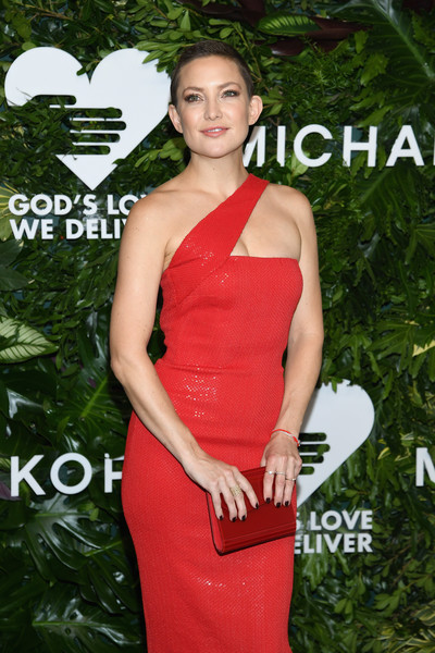 Kate Hudson Hard Case Clutch [dress,clothing,shoulder,cocktail dress,red,fashion,carpet,joint,sheath dress,gown,golden heart awards,love,new york city,god,kate hudson]