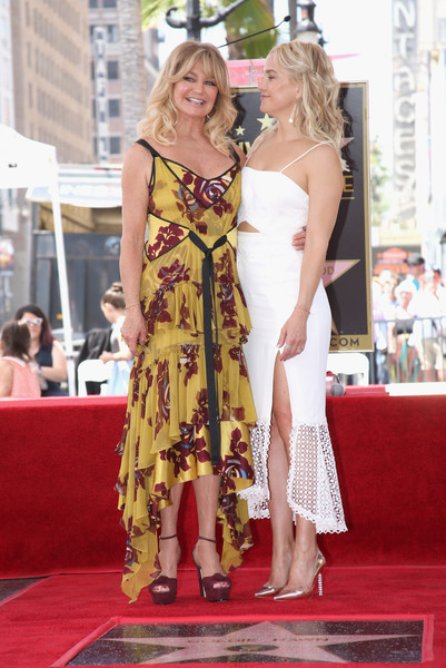 Kate Hudson Cutout Dress [red carpet,carpet,clothing,flooring,dress,premiere,hairstyle,fashion,yellow,event,goldie hawn,star on,kurt russell,kate hudson,honoree,hollywood walk of fame,hollywood,california,l]