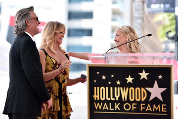 Kate Hudson Kurt Russell Goldie Hawn and Kurt Russell Are Honored With a Double Star Ceremony on the Hollywood Walk of Fame