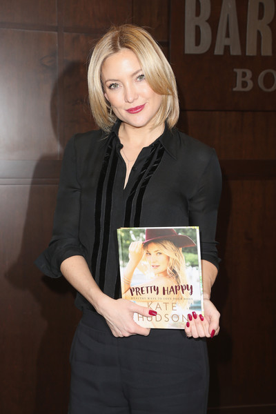Kate Hudson Red Nail Polish [pretty happy: healthy ways to love your body,blond,businessperson,long hair,kate hudson,los angeles,california,the grove,barnes noble,kate hudson book signing]
