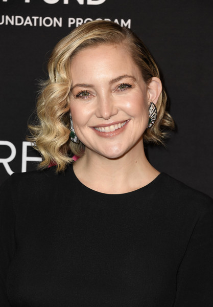 Kate Hudson Curled Out Bob [hair,face,hairstyle,blond,eyebrow,chin,beauty,forehead,long hair,lip,arrivals,kate hudson,beverly hills,california,beverly wilshire four seasons hotel,womens cancer research fund,the womens cancer research fund,an unforgettable evening benefit gala]