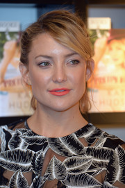 Kate Hudson swiped on some coral lipstick for a bright pop to her monochrome outfit.