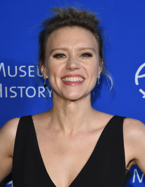 Kate McKinnon Messy Updo [hair,face,eyebrow,hairstyle,chin,smile,electric blue,premiere,black hair,kate mckinnon,new york city,american museum of natural history,2017 museum gala]
