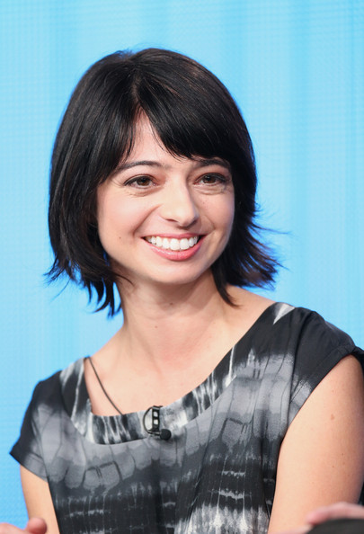 Kate Micucci Layered Razor Cut [out there,hair,hairstyle,face,black hair,chin,lady,bob cut,bangs,forehead,smile,kate micucci,portion,langham hotel,pasadena,california,winter tca,ifc,panel discussion,winter tca tourduring]