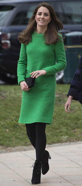 Kate Middleton Long-Sleeved Shift Dress [green,clothing,tights,street fashion,lady,fashion,footwear,leg,dress,outerwear,visits schools in support of childrens mental health,duchess of cambridge,place2be,alperton community school,support,duchess,cambridge,catherine,children\u00e2,patron]