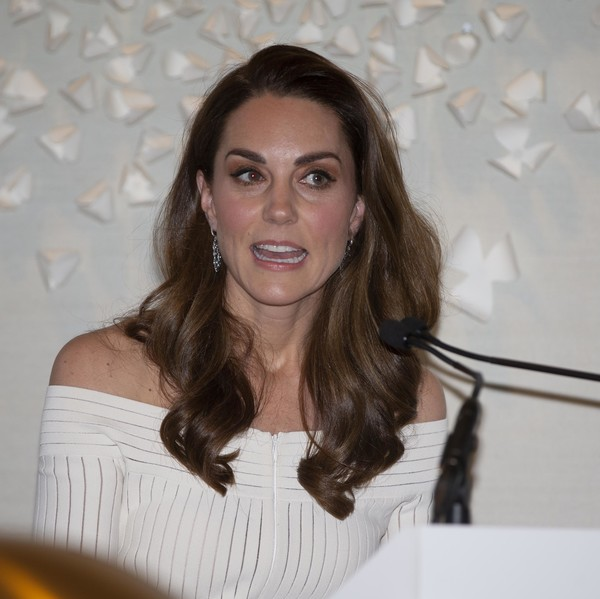 Kate Middleton Long Wavy Cut [hair,hairstyle,eyebrow,beauty,long hair,brown hair,smile,shoulder,layered hair,catherine,hrh,duchess of cambridge attends addiction awareness,dinner,duchess,recognition,addiction awareness week,cambridge,phillips gallery,gala dinner]