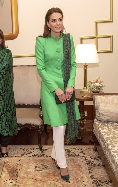 Kate Middleton Patterned Scarf [arif alvi,duke,catherine,duchess,green,clothing,yellow,fashion design,dress,fashion,formal wear,outerwear,suit,neck,islamabad,duchess of cambridge,pakistan,cambridge,presidential palace]
