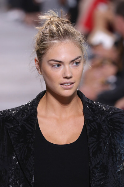 Kate Upton Messy Updo [michael kors collection spring 2018 runway show,hair,fashion model,hairstyle,lip,eyebrow,fashion,blond,beauty,long hair,haute couture,kate upton,runway,new york city,spring studios]
