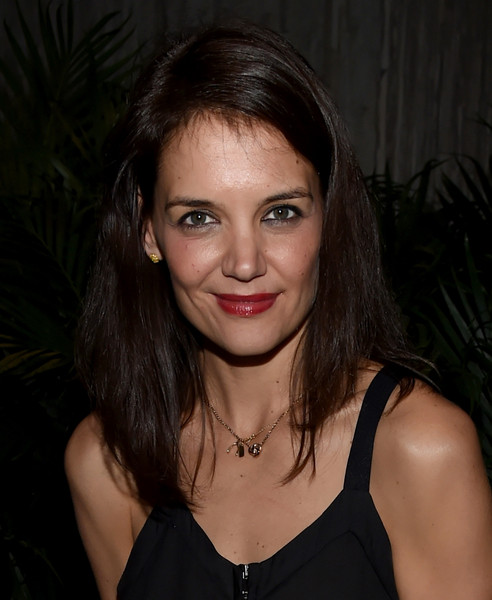 Katie Holmes Gold Pendant [aby rosen,katie holmes,samantha boardman host,samantha boardman,hair,face,eyebrow,hairstyle,lip,beauty,chin,black hair,cheek,forehead,dinner,dutch w hotel south beach,the dutch w hotel south beach,florida,miami]