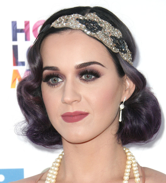 Katy Perry Dangling Diamond Earrings [hair,eyebrow,face,clothing,hairstyle,lip,headpiece,hair accessory,forehead,beauty,katy perry,bob pittman - arrivals,bob pittman,music and entertainment industry group honors,moca,los angeles,california,city of hope,the geffen contemporary]