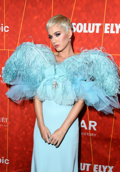 Katy Perry Diamond Ring [clothing,red carpet,carpet,dress,beauty,fashion,hairstyle,shoulder,flooring,turquoise,arrivals,katy perry,amfar gala,los angeles,wallis annenberg center for the performing arts,beverly hills,california,amfar]