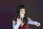 Katy Perry's Mom Disapproves of Daughter's Cleavage-Baring Outfits