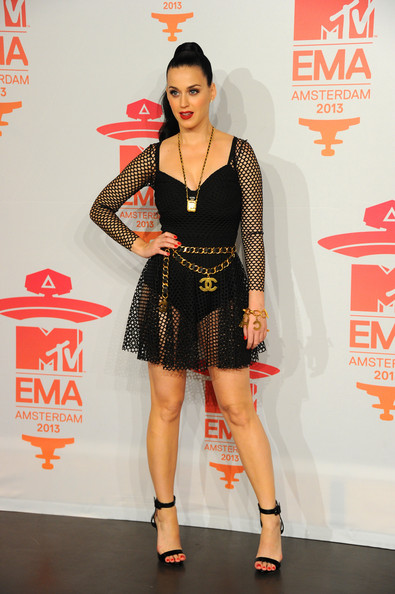 Katy Perry Strappy Sandals [fashion model,flooring,carpet,fashion,leg,red carpet,shoe,thigh,costume,girl,katy perry,mtv ema,room,photo room,netherlands,amsterdam,ziggo dome]
