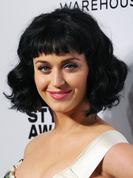Katy Perry Red Lipstick [arrivals,katy perry,elle style awards,part,hair,hairstyle,human hair color,fashion model,black hair,chin,layered hair,bangs,long hair,brown hair,london,embankment,england]